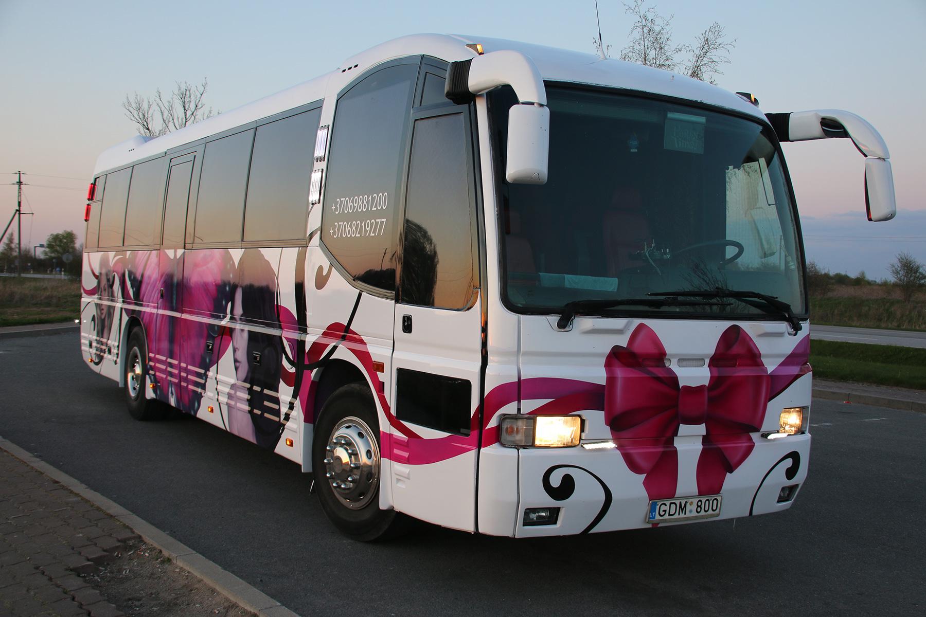 Белый Partybus с бабочкой